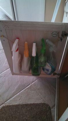 cabinet door, squirt bottl
