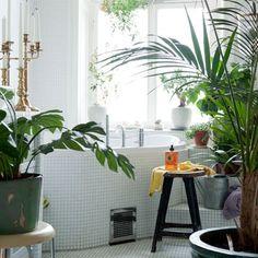 Relooker sa salle de bain à peu de frais avec des accessoires déco