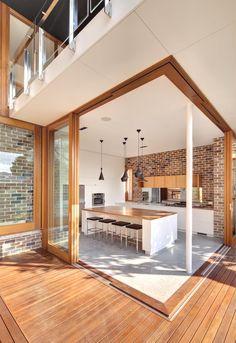 Mueblería, ventanales y piso en madera...