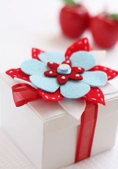 wrap gifts, craft, gift wrapping, wrapping gifts, christmas, diy gifts, handmade gifts, hand made, felt flowers