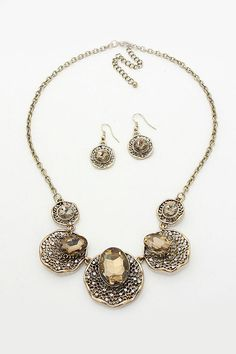 Amelia Necklace in Champagne
