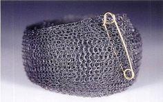 Nicky Falkenhayn - bracelet, 'tendinitis' 2004 - silver, knitted, oxidised