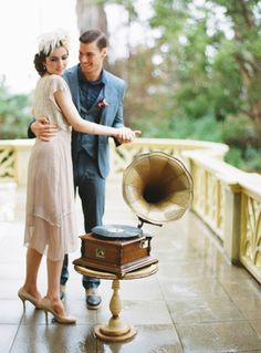 Glam bride + record player? Yes please.