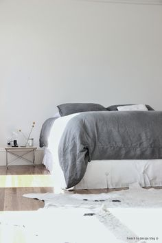 chambre blanche & grise // grey & white bedroom