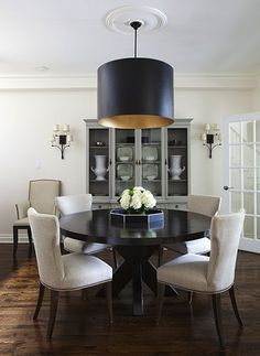 Black table with white chairs. Perfect. I also love the two lamps hanging from the back wall.