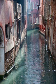 Venetian canal by Hogne