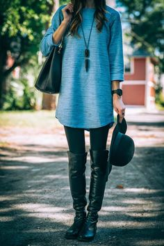 Tunic, floppy hat an