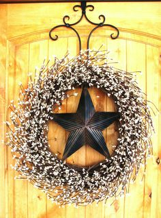 Rustic BARN STAR Wreath I know Christmas is already over, but I thought this would be a good new year thing or the winter decoration for your door!