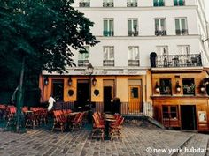 Outdoor café culture in #Paris. http://www.nyhabitat.com/paris-apartment/furnished/4515