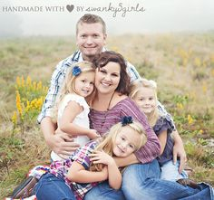 Great family pose...notice the triangle!  Triangles are great in family pictures!