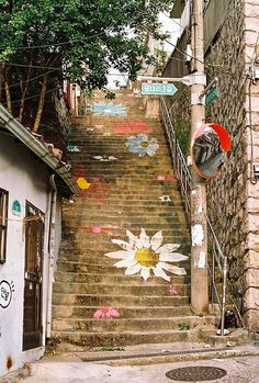 If you can get away with painting flowers on the staircase entrance to your event, do it!