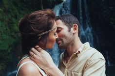 Romantic moment from Costa Rica elopement Photo by Costa Vida Photography