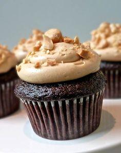 Creamy Peanut Butter Chocolate Cupcake
