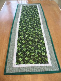 Quilted St Patrick's Day Shamrock Table by SweetDreamsbyMoosie