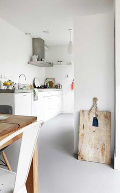 <3 this simple white kitchen.