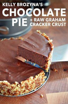 Chocolate Pie with Raw Graham Cracker Crust | #Paleo | #GlutenFREE | #DairyFREE