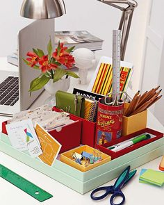 Another neat idea for organizing desk items you frequently use. If you're like me, you've got a few saved boxes (that held candy, scarves, etc). It's time to put them to GOOD USE! :o)  -  http://1.bp.blogspot.com/--AHSgZ6rqRY/Tm-OD6H9M3I/AAAAAAAAfOo/aqpa9IDisGo/s1600/micasarevista.com-espacios36_12g.jpg