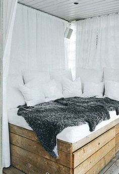 Kye corner bed  http://romanticelegancecollections.blogspot.com