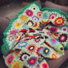 Green blanket crochet. Groen gehaakte sprei.  Www.facebook.com/HaakInUitvoering