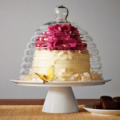 This beehive cake stand is the bee's knees ;)