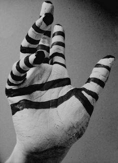 Hand..