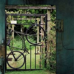 Makes me want to have a yard full of gates!