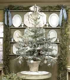 silver-color-christmas-tree-design