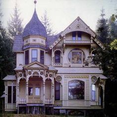 Victorian house - I feel like this house would have a secret passageway or a room behind a bookshelf :)