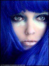 Cabelo azul.