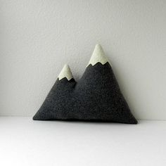 cute! mountain pillow!