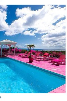 Pink pool area!!!!<3