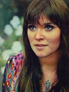 60s folk singer Melanie Safka. So beautiful.