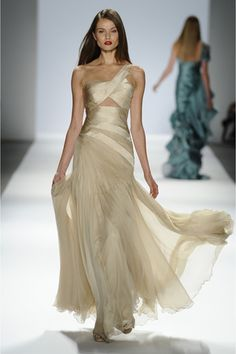 Verão 2013: Carlos Miele faz verão alucinógeno com seus vestidos de festa na semana de moda de Nova York.