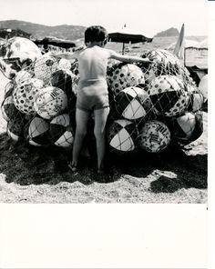 Italian Vintage Photographs ~ #Italy #Italian #vintage #photographs ~ Spiaggia di Spotorno: come eravamo... e come siamo! Spotorno's beach: the way we were... and the way we are! #Spotorno #Riviera #Liguria