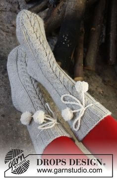 """DROPS Christmas: Knitted DROPS socks with cable in """"Nepal"""". ~ DROPS Design"""