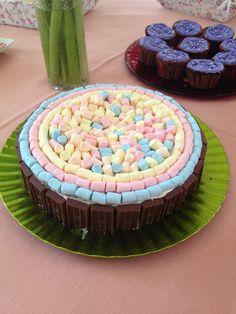 Pastel de chocolate decorado con Marshmallows y Chocolatitos!