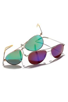 Summer cool in Oliver Peoples aviators.
