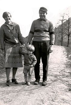 1926 Ernest Hemingway and first wife, Hadley Richardson, with their son, John Nicanor Hemingway.