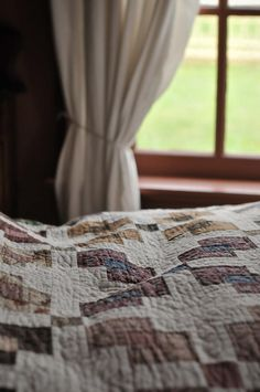 farm, vintage quilts, country quilts, antique quilts, bedroom design, window panes, country bedrooms, countri, cozy beds
