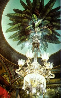Interior of The Royal Pavilion, Brighton, East Sussex: Chandelier in The Banquet Hall