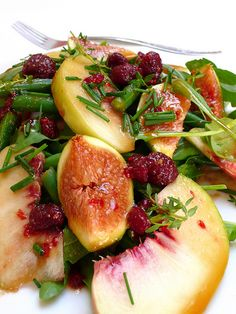 Peach and fig salad with raspberry & balsamic vinegar dressing