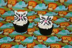 How to make zebra cupcake toppers • CakeJournal.com