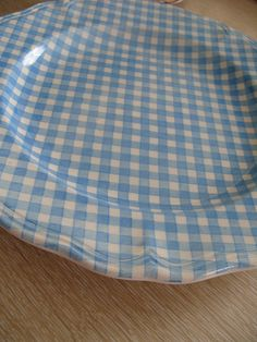 I need a set of gingham plates...