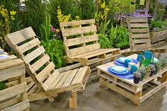 outdoor pallet table and chairs.