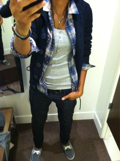 My kind of tomboy style. Comfy. Cardigan, plaid flannel shirt, dark skinny jeans..