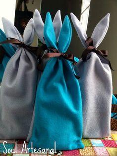 Saquinho de Coelhos pra colocarmos bombons, caixa de bis, chocolate pra garotada na Páscoa !! Esses lindos são da querida Cris Chiosini !!