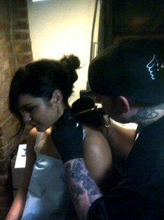 Vanessa Hudgens gets a tattoo!