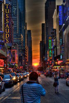 Manhattan Henge So Surreal So Cool Brian Collins #newyork, #NYC, #pinsland, https://apps.facebook.com/yangutu