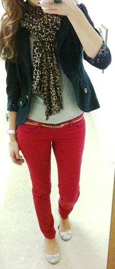 red pants, white tee, black blazer and leopard accent. Cute.