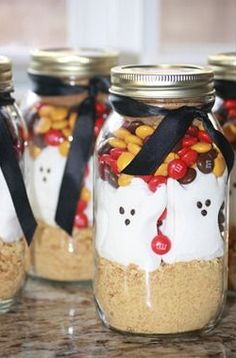 Smores in a Jar - Treats for kids parties in  jars so they can by saved for later - Click pic for tutorial -  #halloween #party #food #ideas